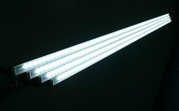 日本アドバンストアグリ、植物工場向け省エネ・LightBarタイプの3波長型ワイドバンドLEDを追加