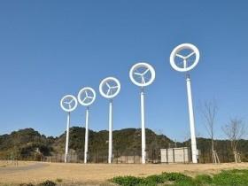 グリーンラボ、移動可能な太陽光利用型植物工場と小型風車を融合した商品を販売