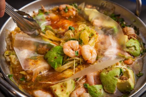 野菜やライスペーパーで巻くことでより美味しく、楽しく、食べやすく!2017年のトレンド鍋として「ラップ鍋」を提案