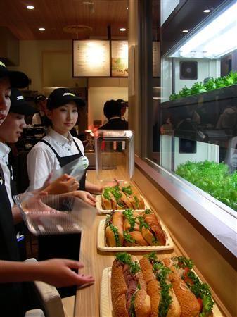 サンドイッチチェーンのサブウェイ;店舗併設型の植物工場をオープン