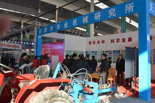 中国でも施設規模の拡大と労働者不足により小型農機の需要増