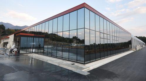 村上農園、山梨県に最新の植物工場を建設。生産能力2倍・月400万パックを供給