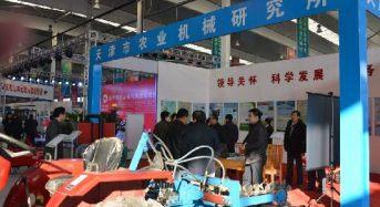中国、梱包作業の人件費は日当2,400円。施設規模の拡大と労働者不足により小型農機の需要増