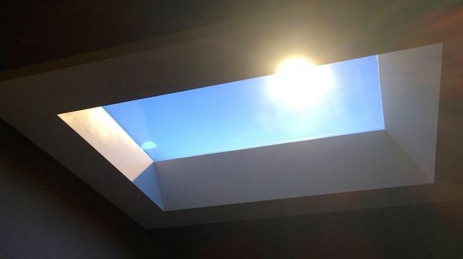 凸版印刷、自然光を再現できるLED照明システムを販売