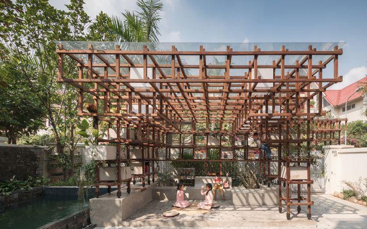 ベトナム・ハノイ「現代建築xアクアポニクス」子供たちへの体験型学習を推進