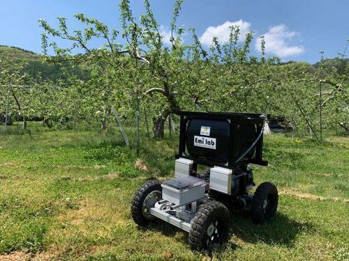 イーエムアイ・ラボ、果樹用の農薬散布向けに無人車両ローバーを販売開始
